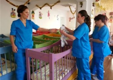 Investește în cariera ta! Calificarea și recalificarea femeilor în domeniul asistenței sociale și medicale